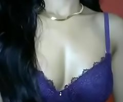 Sexy indian Girl Showing say no to Boobs on cam